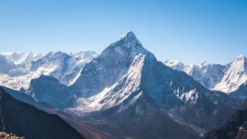 ama-dablam-nepal