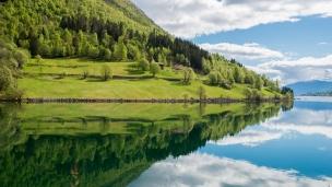 spring-reflection-balestrand